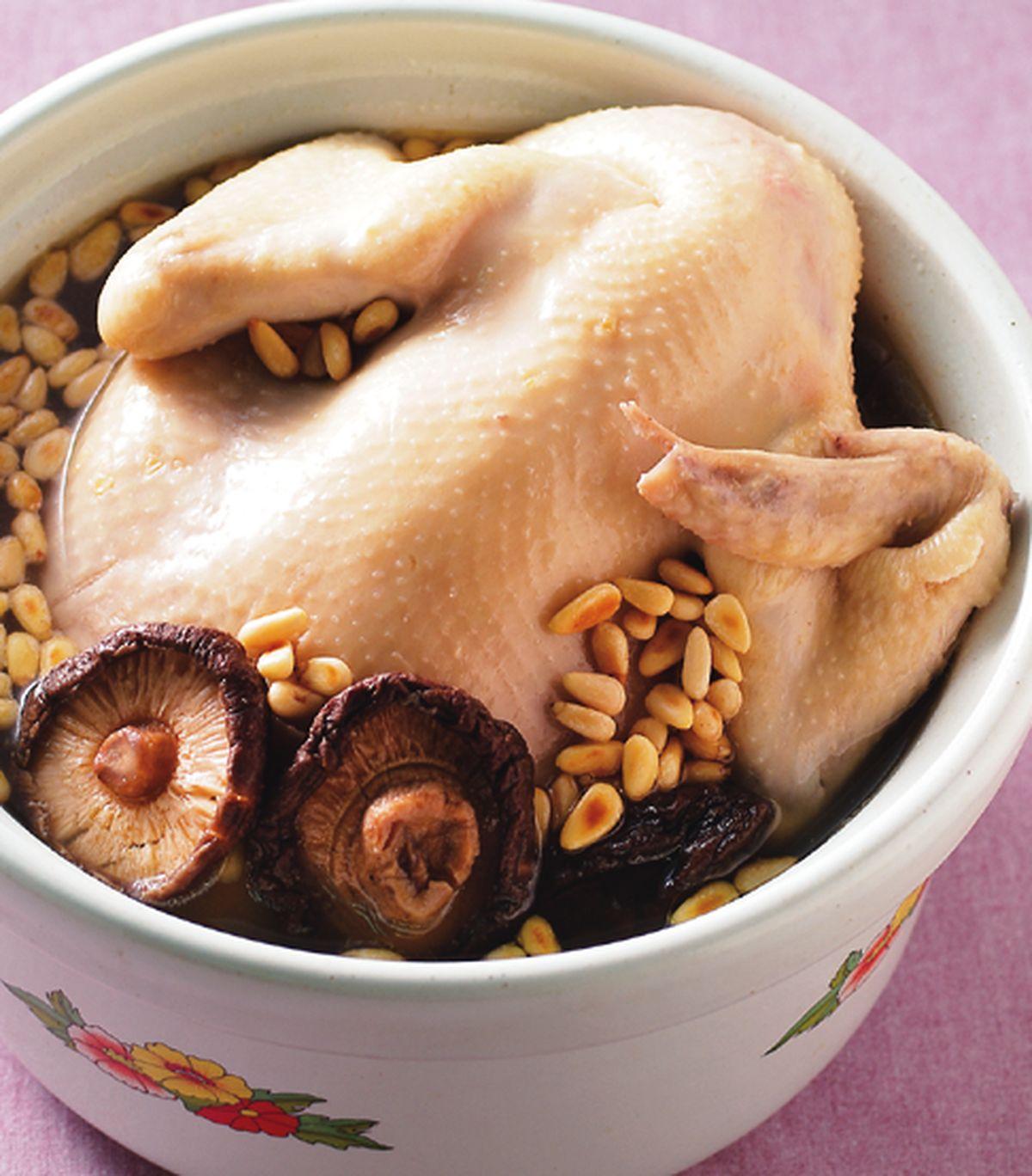 食譜:香菇松子燉雞湯