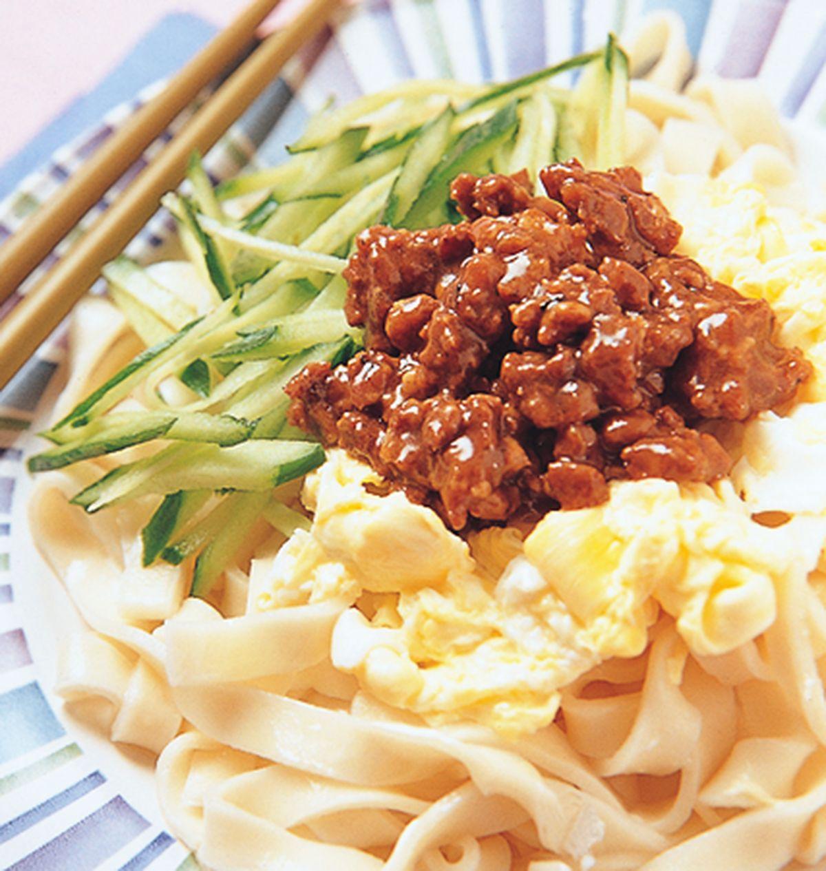 食譜:雞蛋炸醬寬涼麵