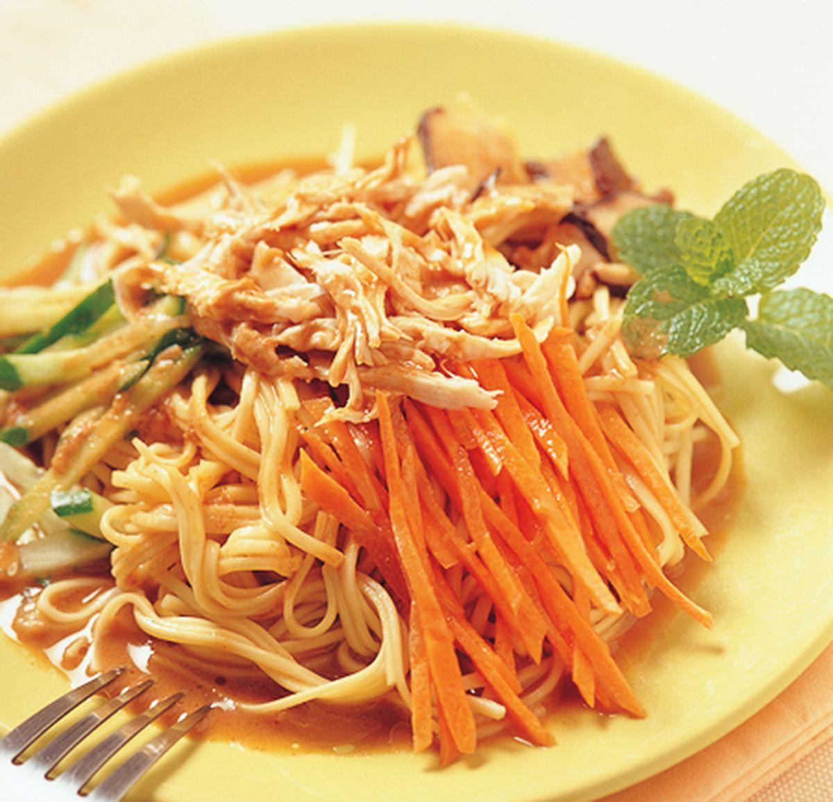 食譜:麻醬香菇雞絲涼麵