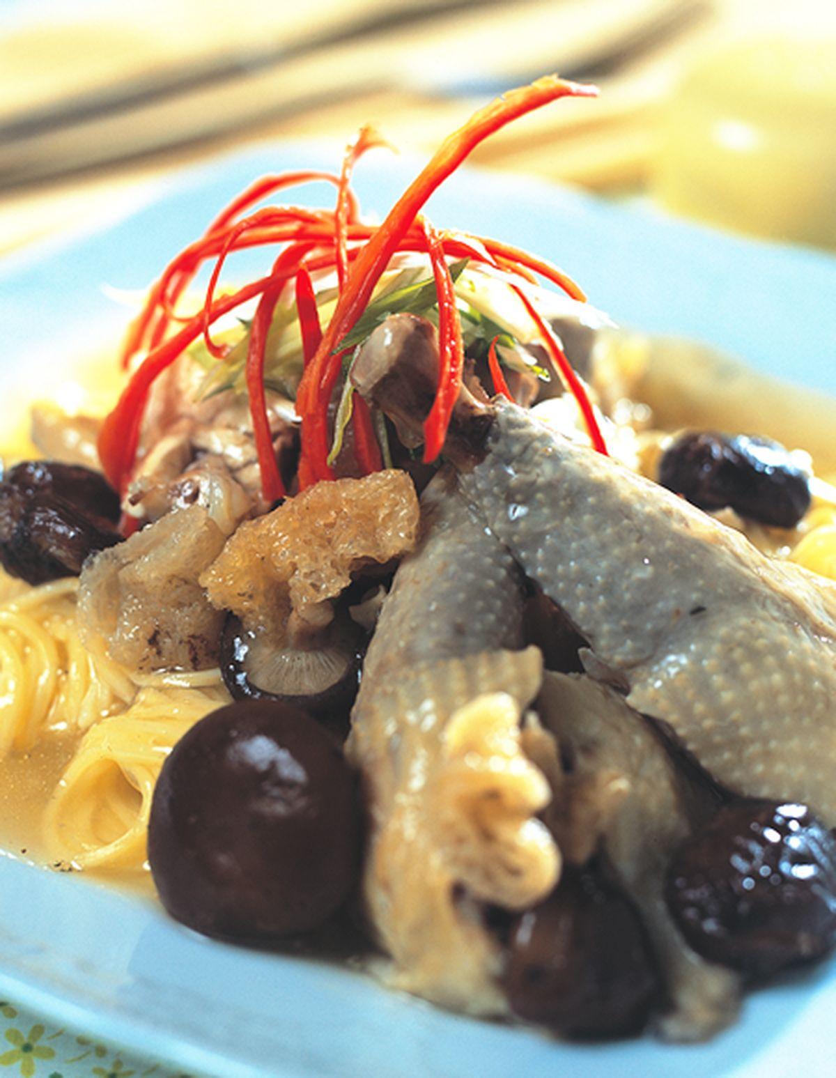 食譜:香菇竹笙雞燴中華麵