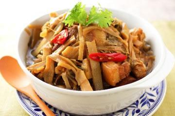 食譜:客家福菜增添筍乾控肉好滋味