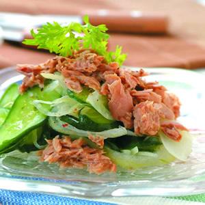 鮪魚拌小黃瓜片