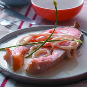 鮭魚佐海鮮奶油醬