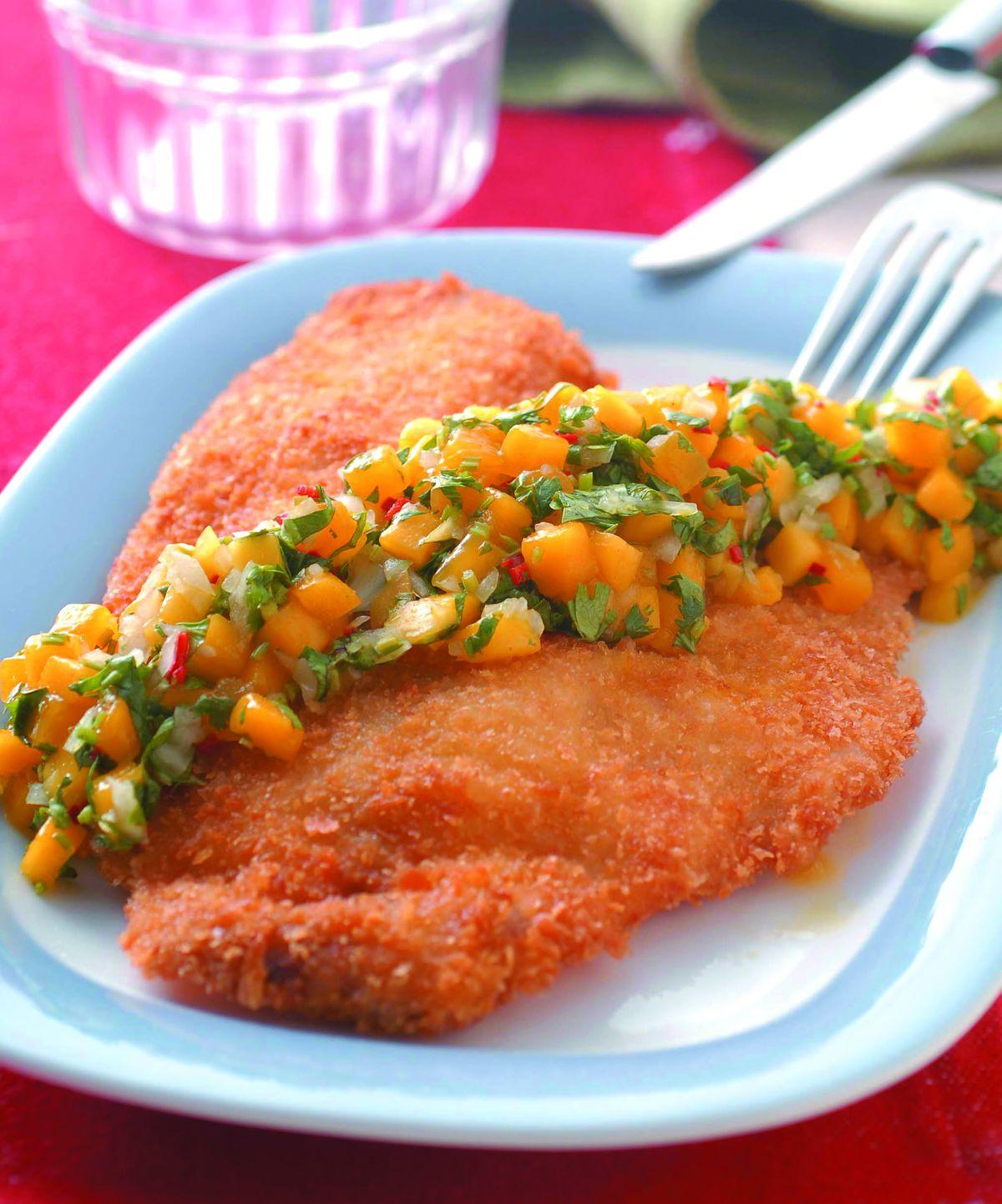 食譜:酥炸鯛魚佐芒果莎莎醬
