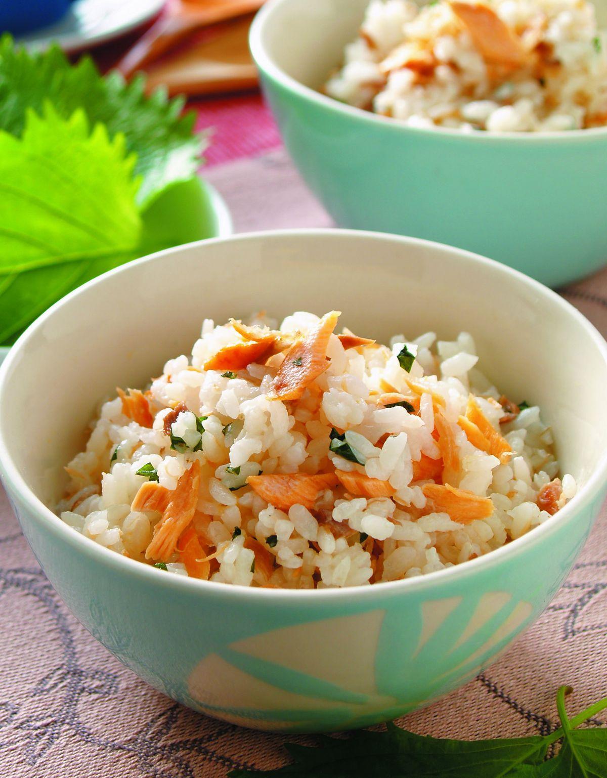 食譜:紫蘇鮭魚拌飯