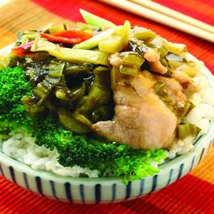 酸菜肉片蓋飯