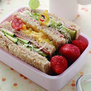 火腿蔬菜全麥三明治