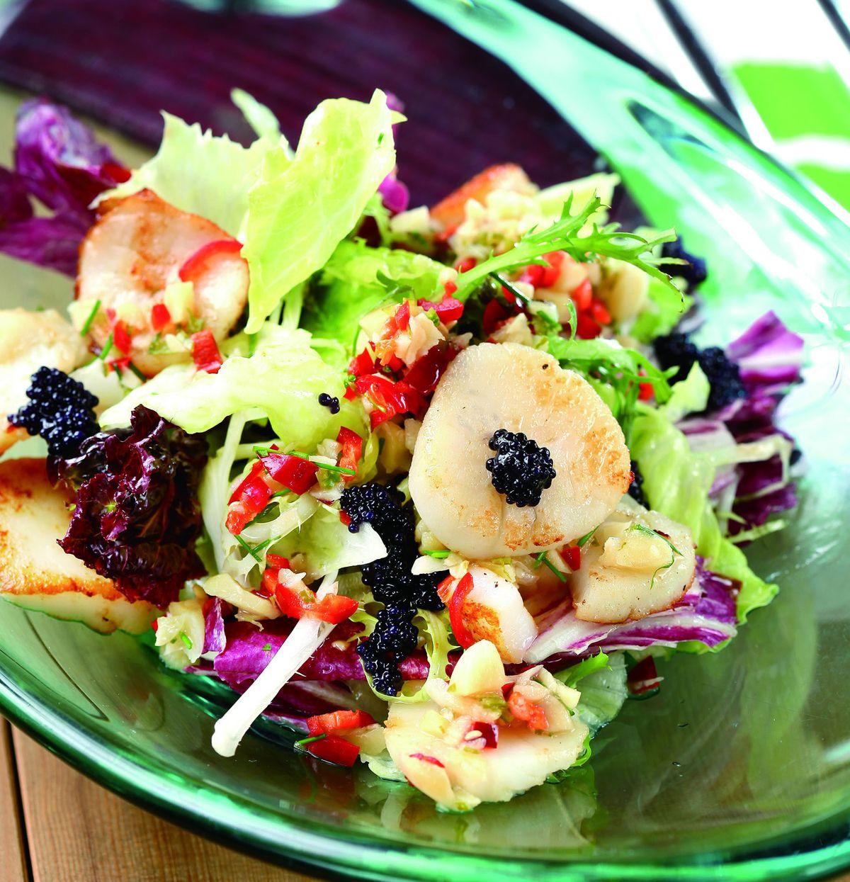 食譜:鮮貝襯鱘龍魚子醬佐蝦夷蔥醬汁