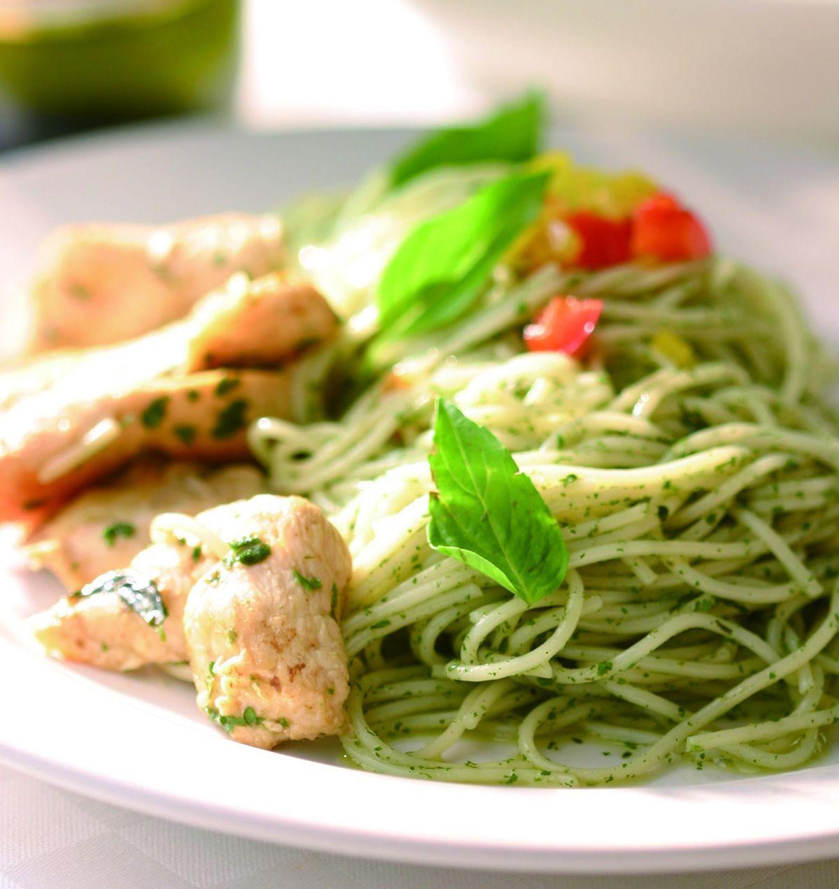 食譜:雞肉青醬義大利麵