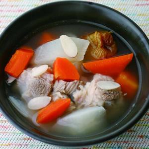 紅白蘿蔔肉骨湯