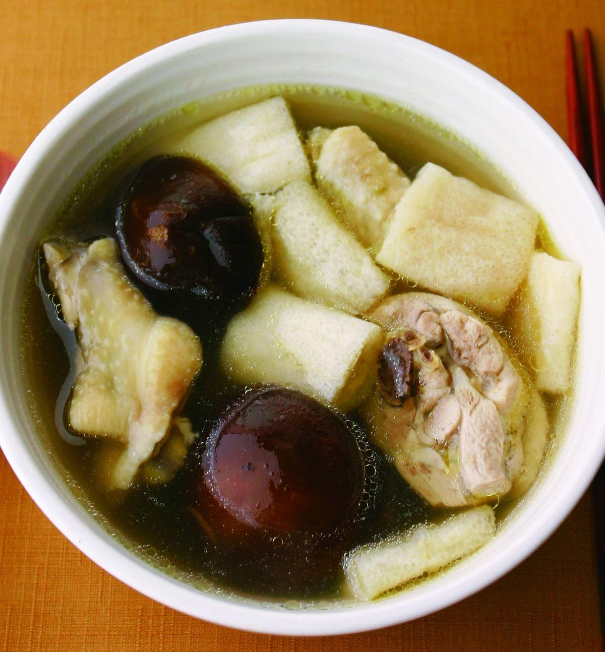食譜:香菇竹笙雞湯