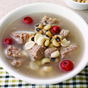 花生米豆排骨湯