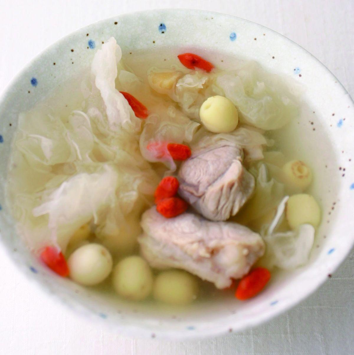 食譜:蓮子雪耳瘦肉湯