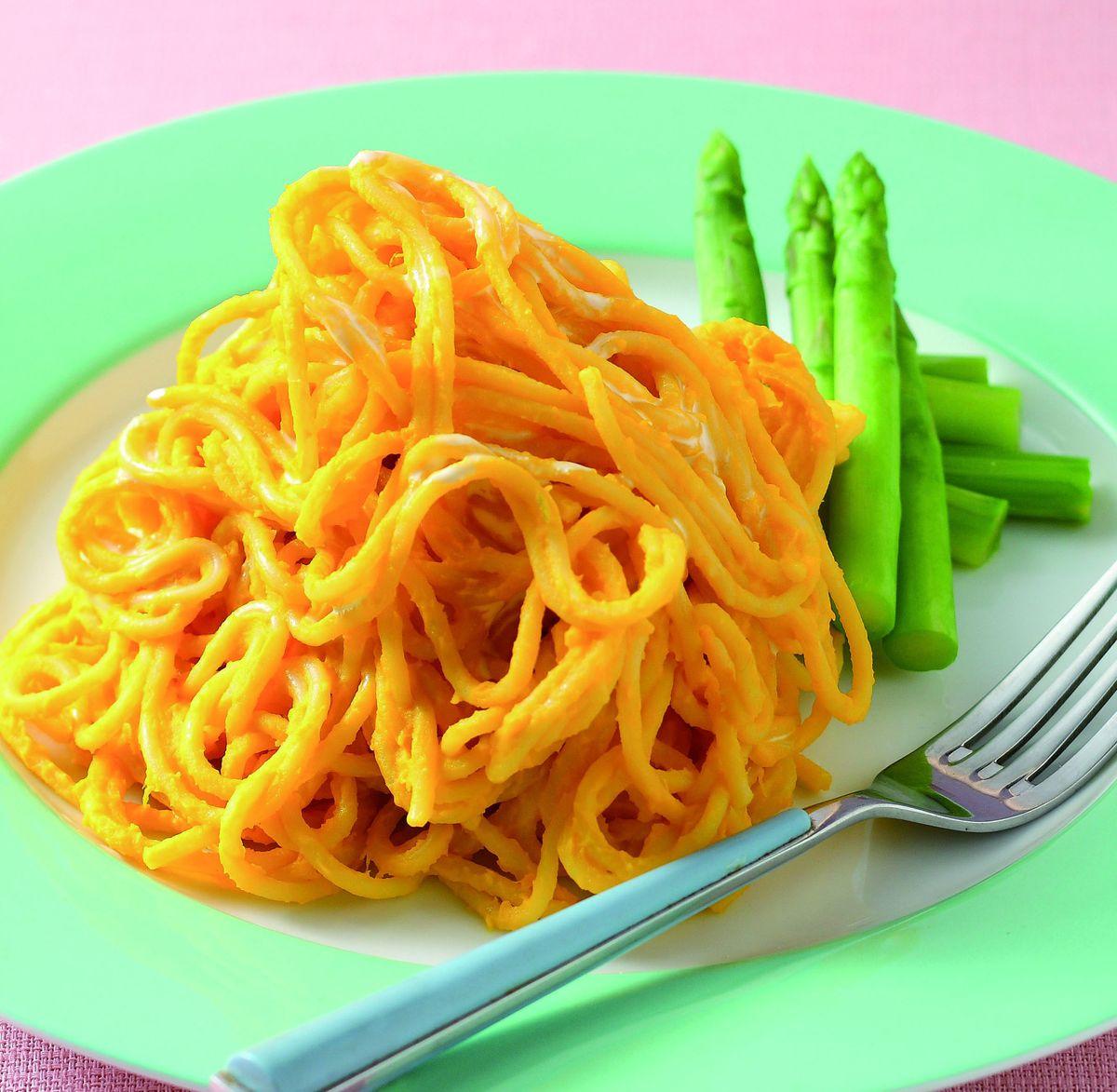 食譜:蘆筍蛋黃拌炒義大利麵
