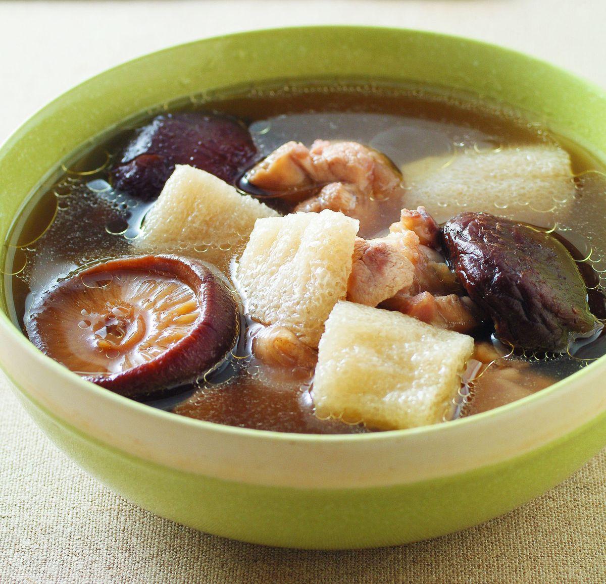 食譜:香菇竹笙雞湯(1)