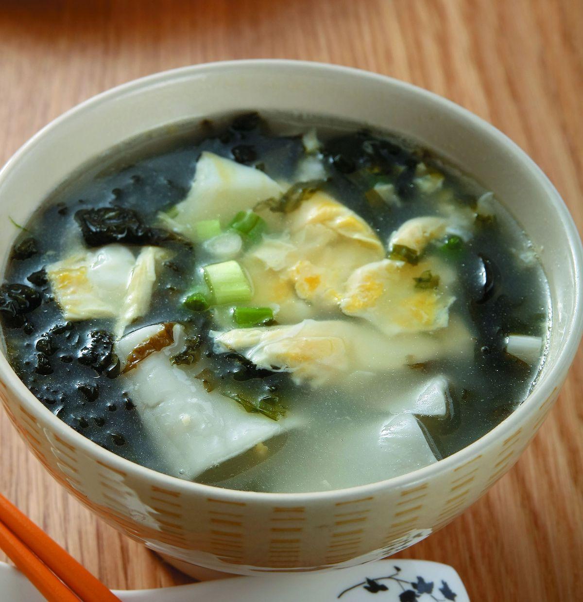食譜:紫菜餃皮蛋花湯