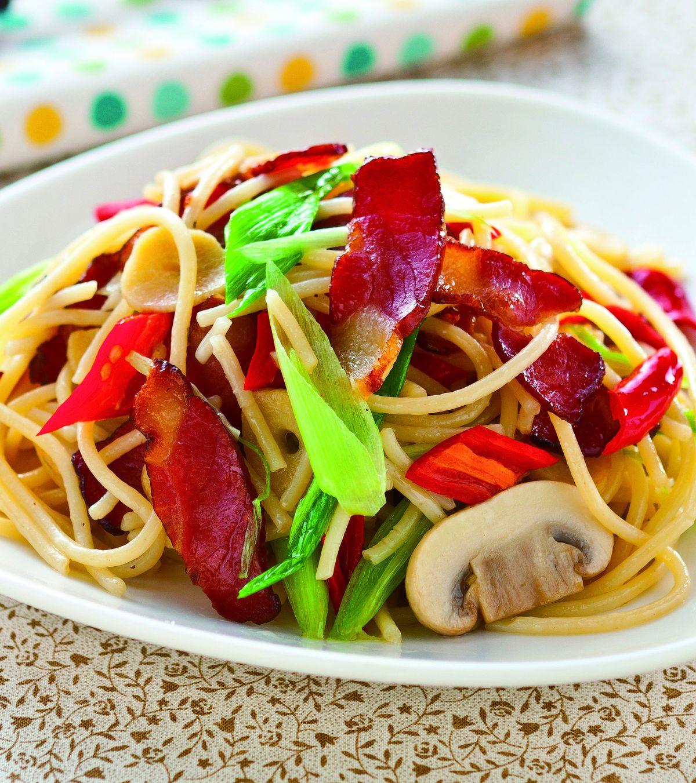 食譜:蒜香臘肉義大利麵