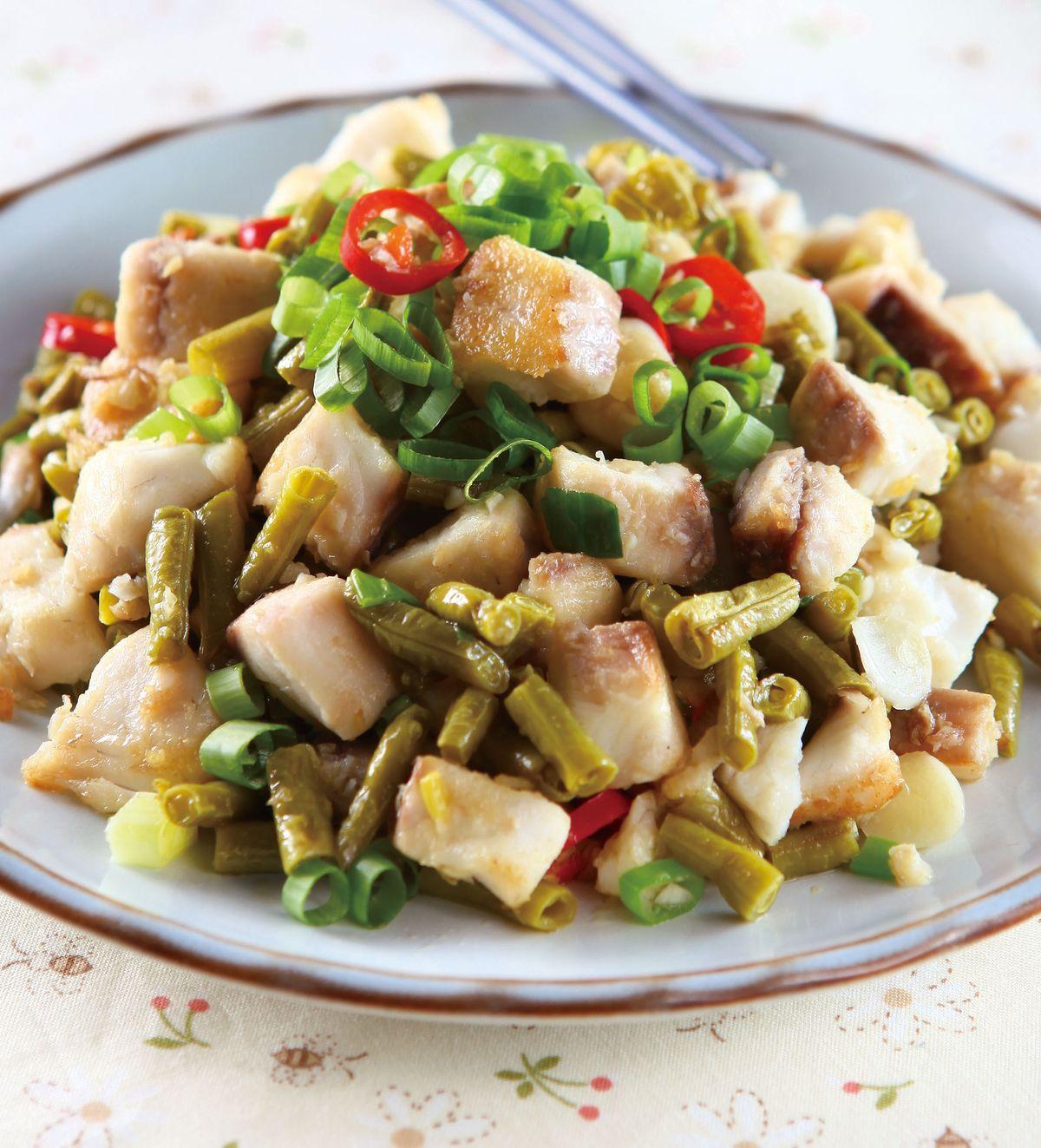 食譜:酸豇豆炒魚丁