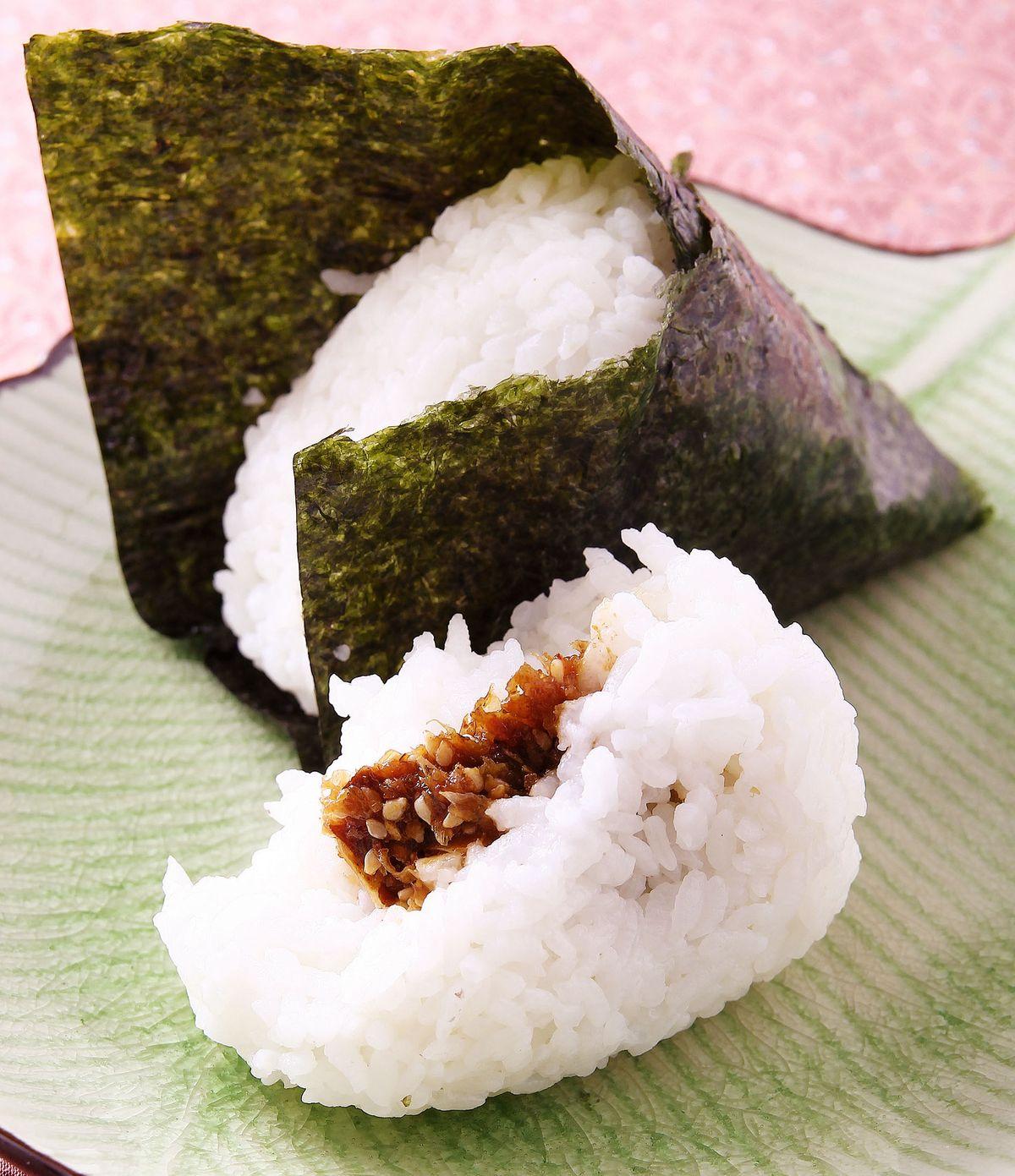 食譜:柴魚梅香御飯糰