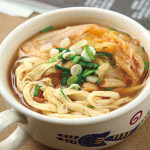 泡菜豆腐皮湯