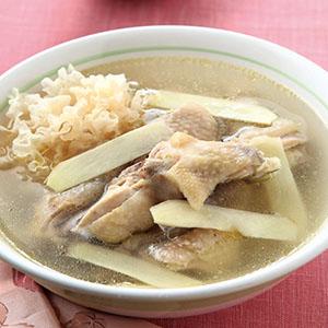 雪耳椰子煲雞湯
