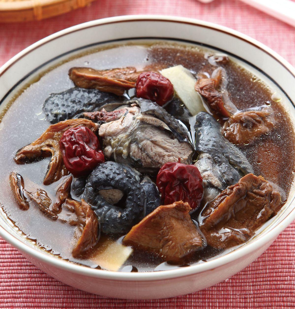 食譜:牛肝菌燉烏雞