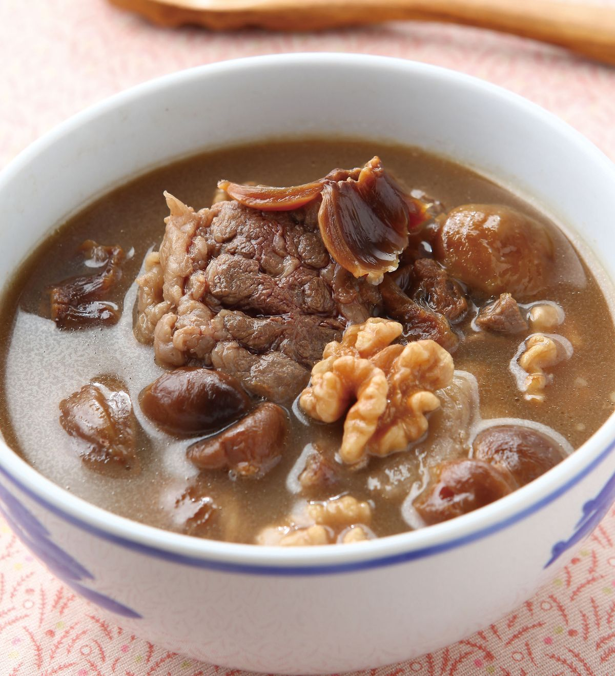 食譜:核桃栗子牛腩湯