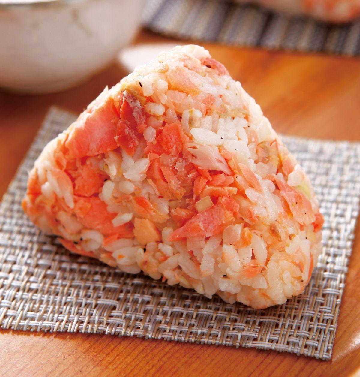 食譜:三角鮭魚飯糰