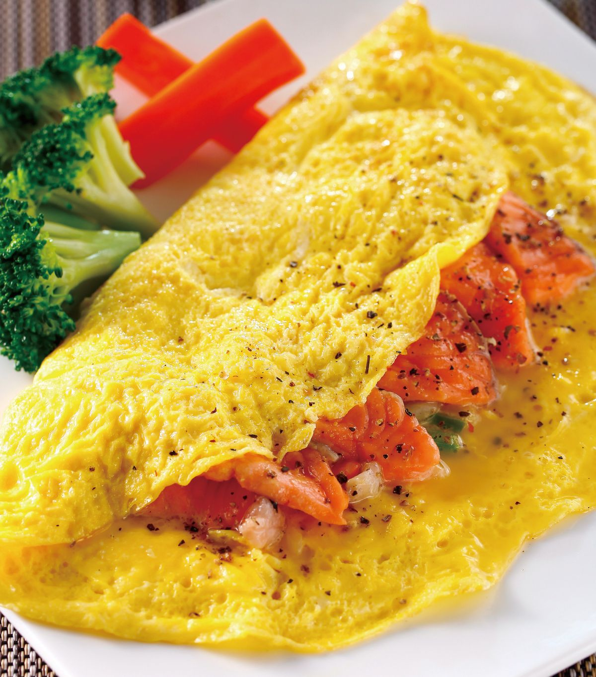食譜:洋蔥鮭魚蛋捲