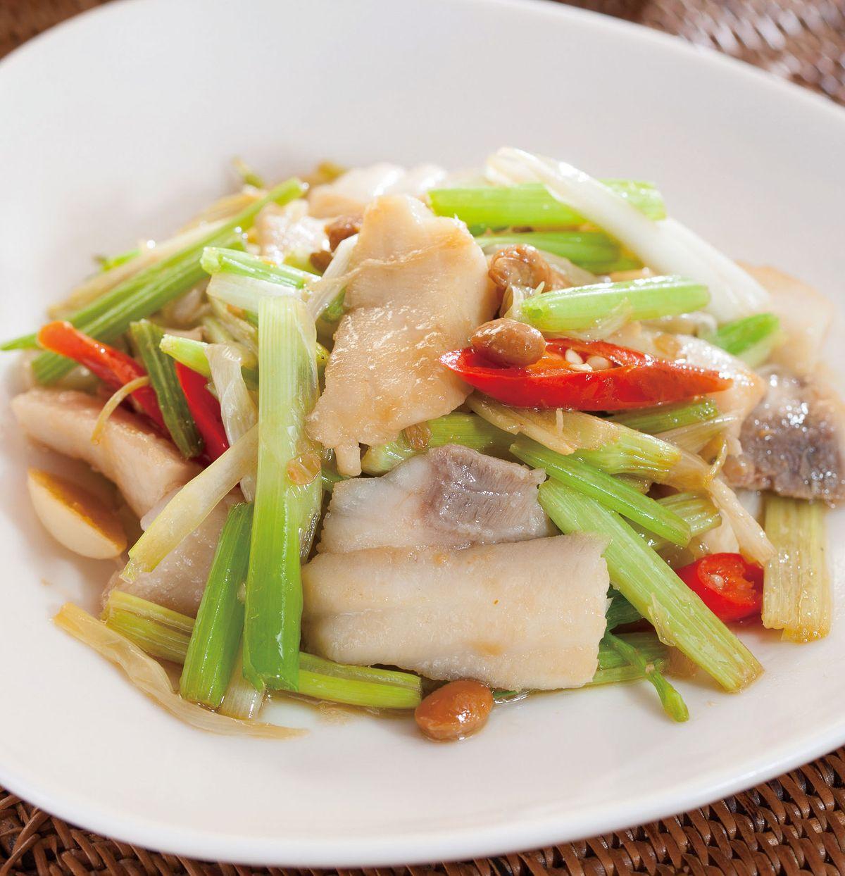 食譜:豆醬芹菜炒魚片