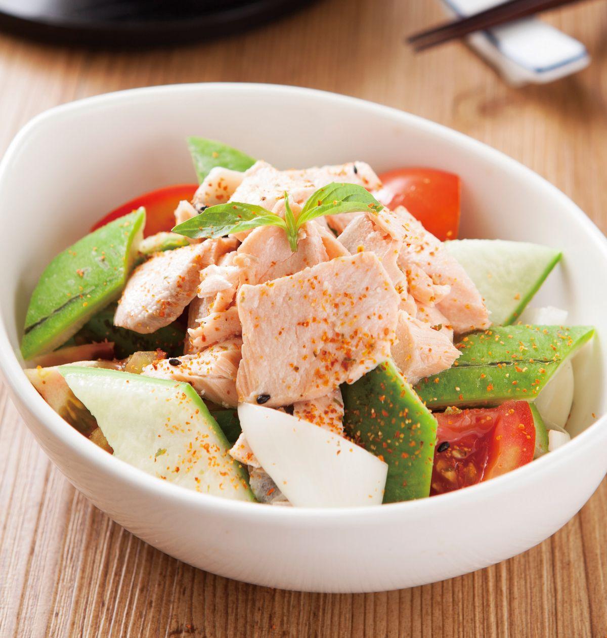 食譜:鮭魚絲瓜洋蔥沙拉