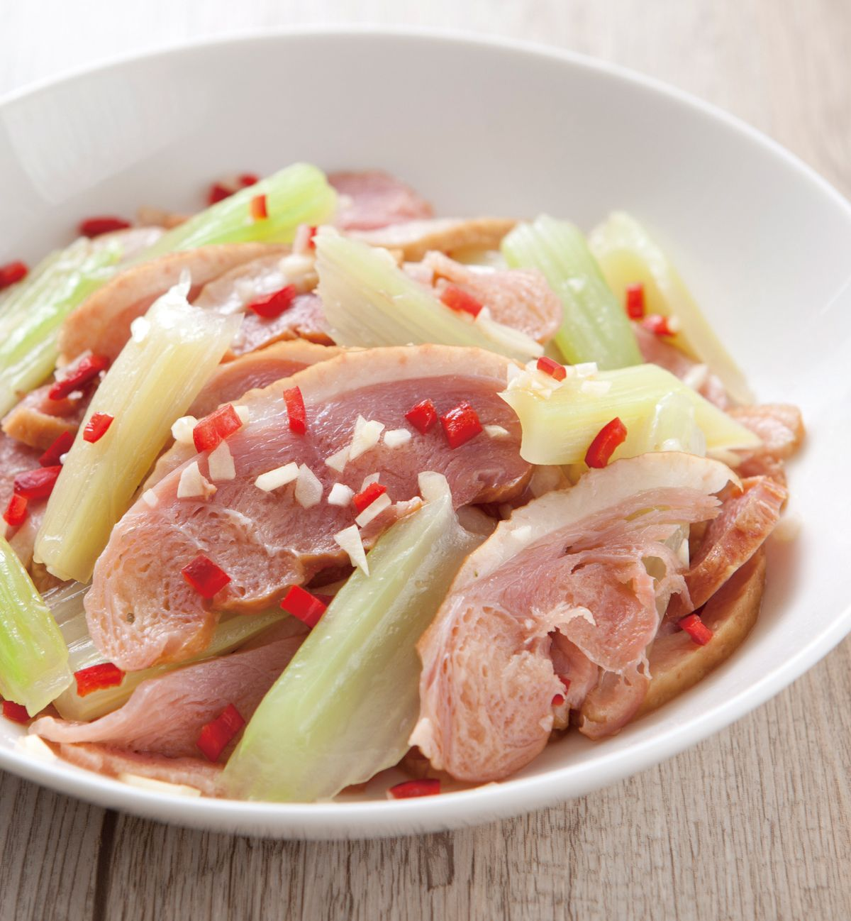 食譜:西芹拌燻鴨