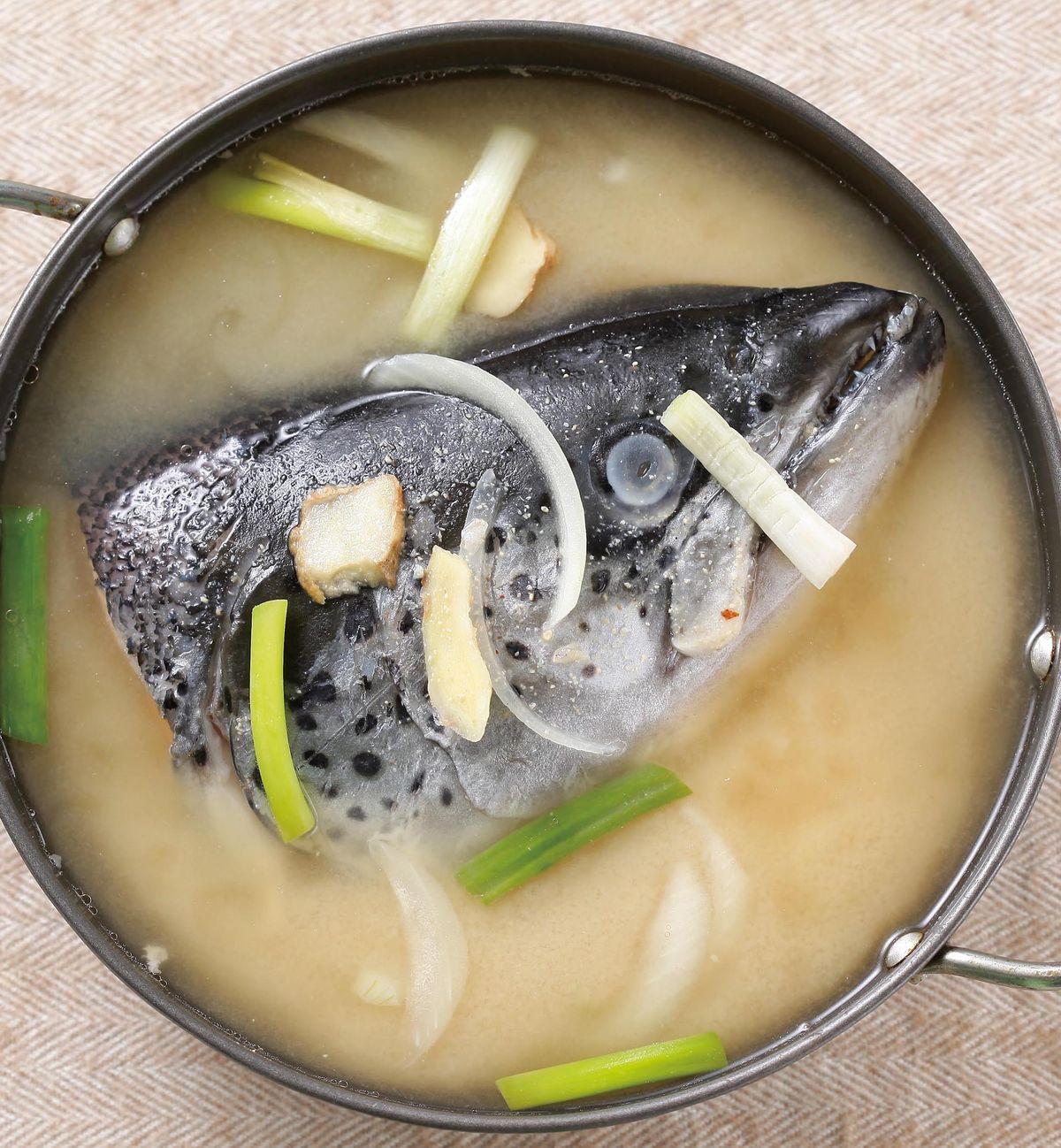 食譜:味噌魚頭湯(1)