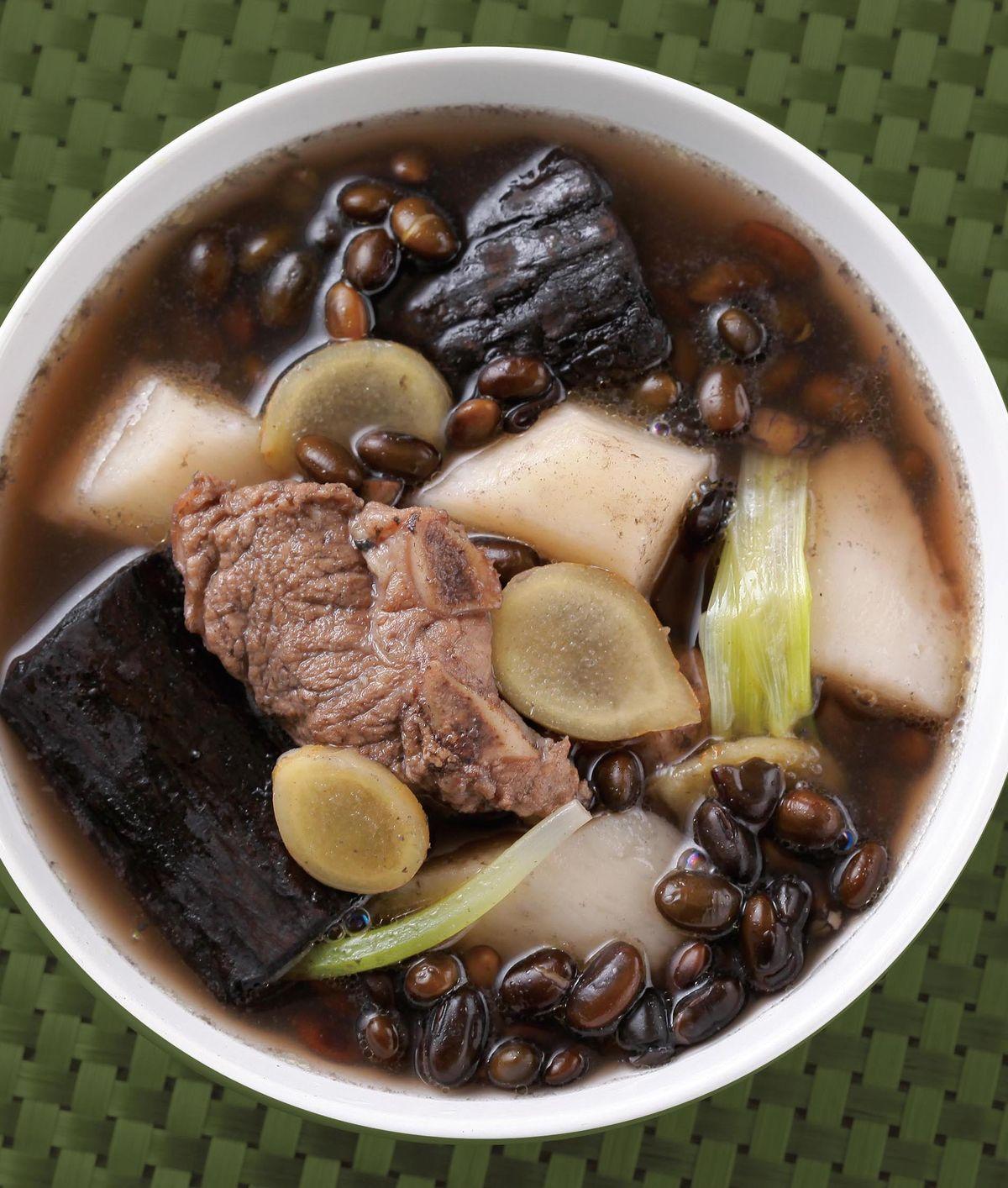 食譜:黑豆杜仲燉排骨