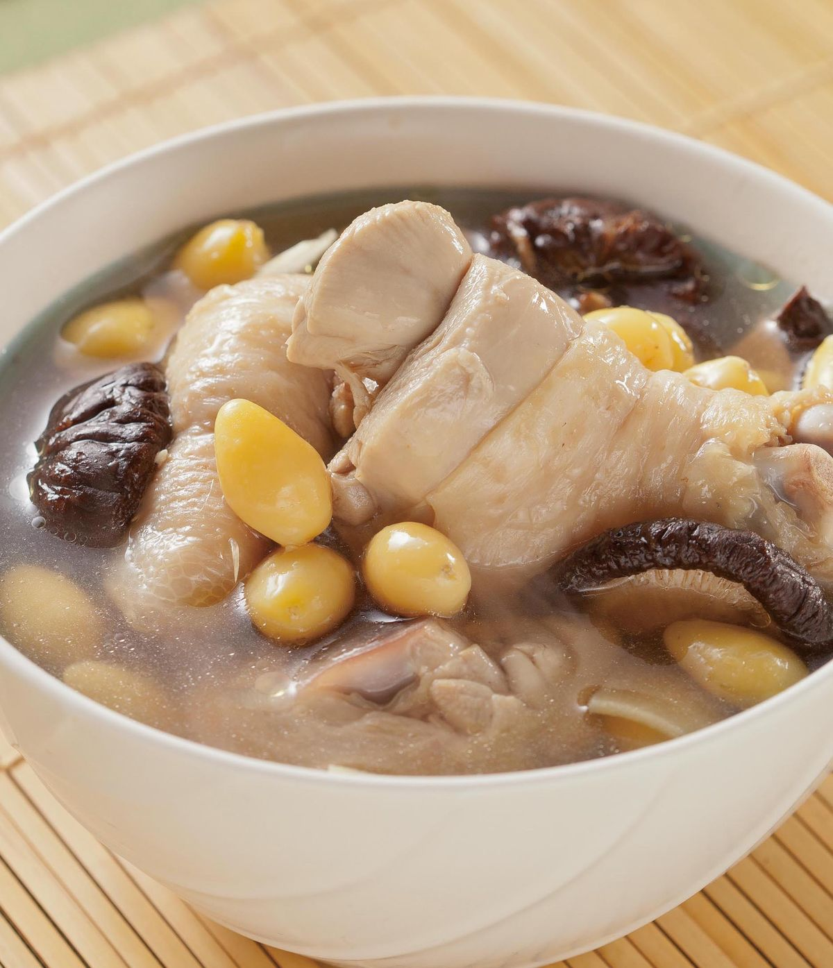 食譜:白果香菇雞肉湯