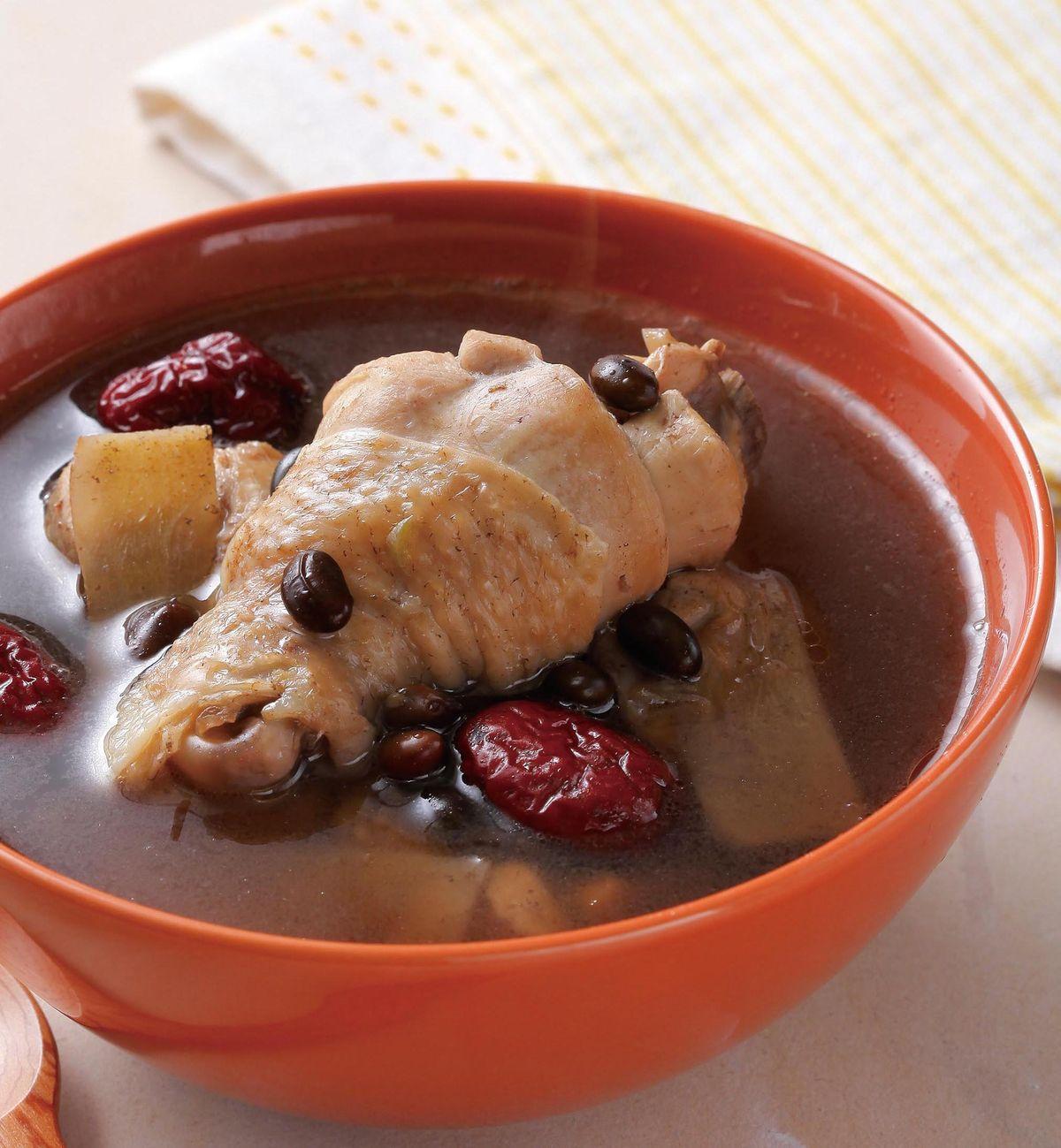 食譜:紅棗黑豆雞湯