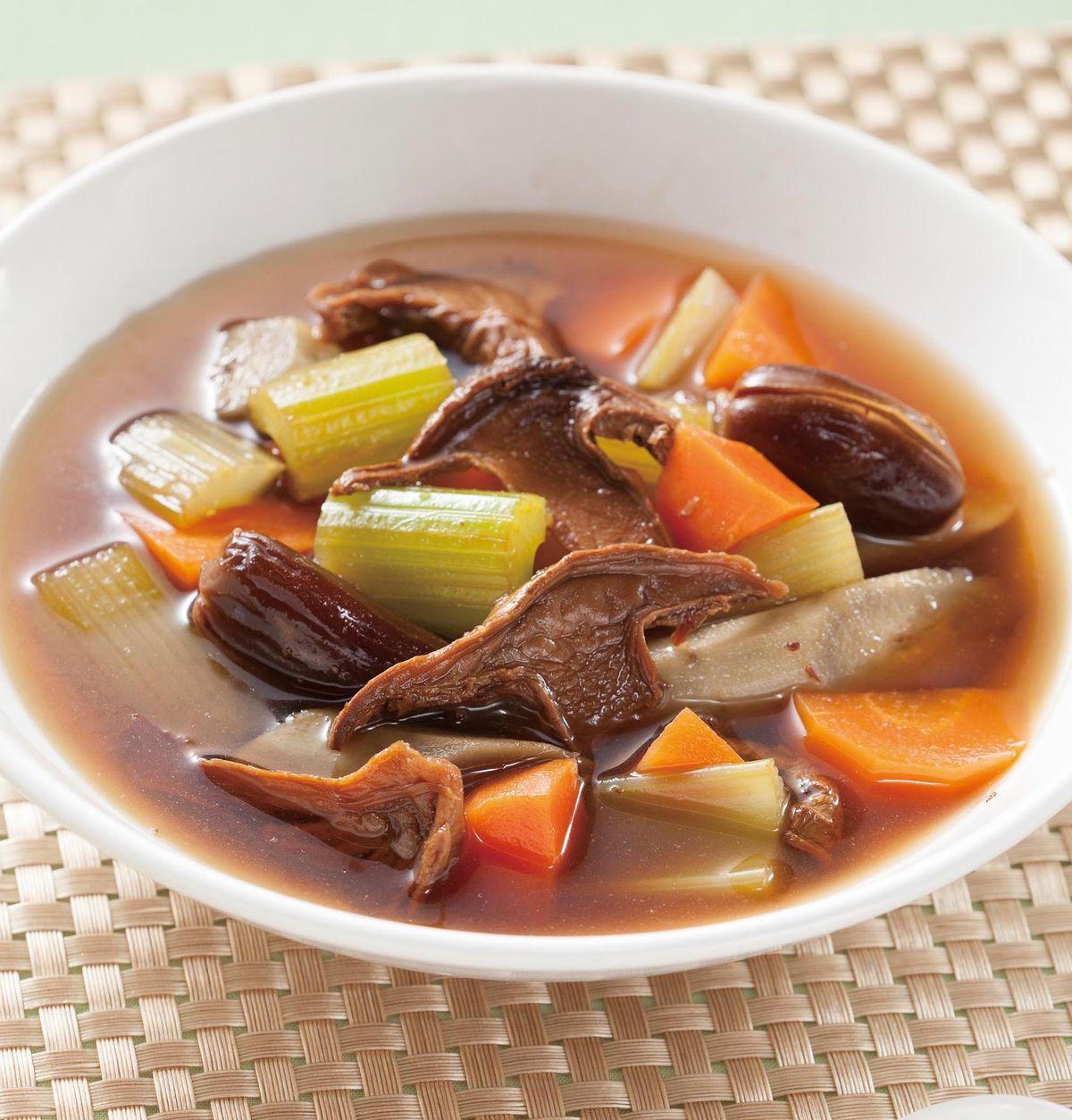 食譜:椰棗蔬菜牛菌菇湯