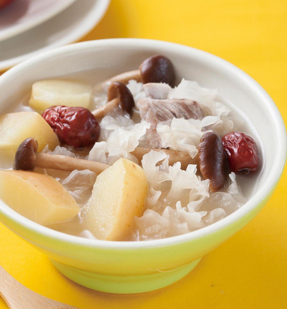 食譜:蘋果銀耳蕈菇湯