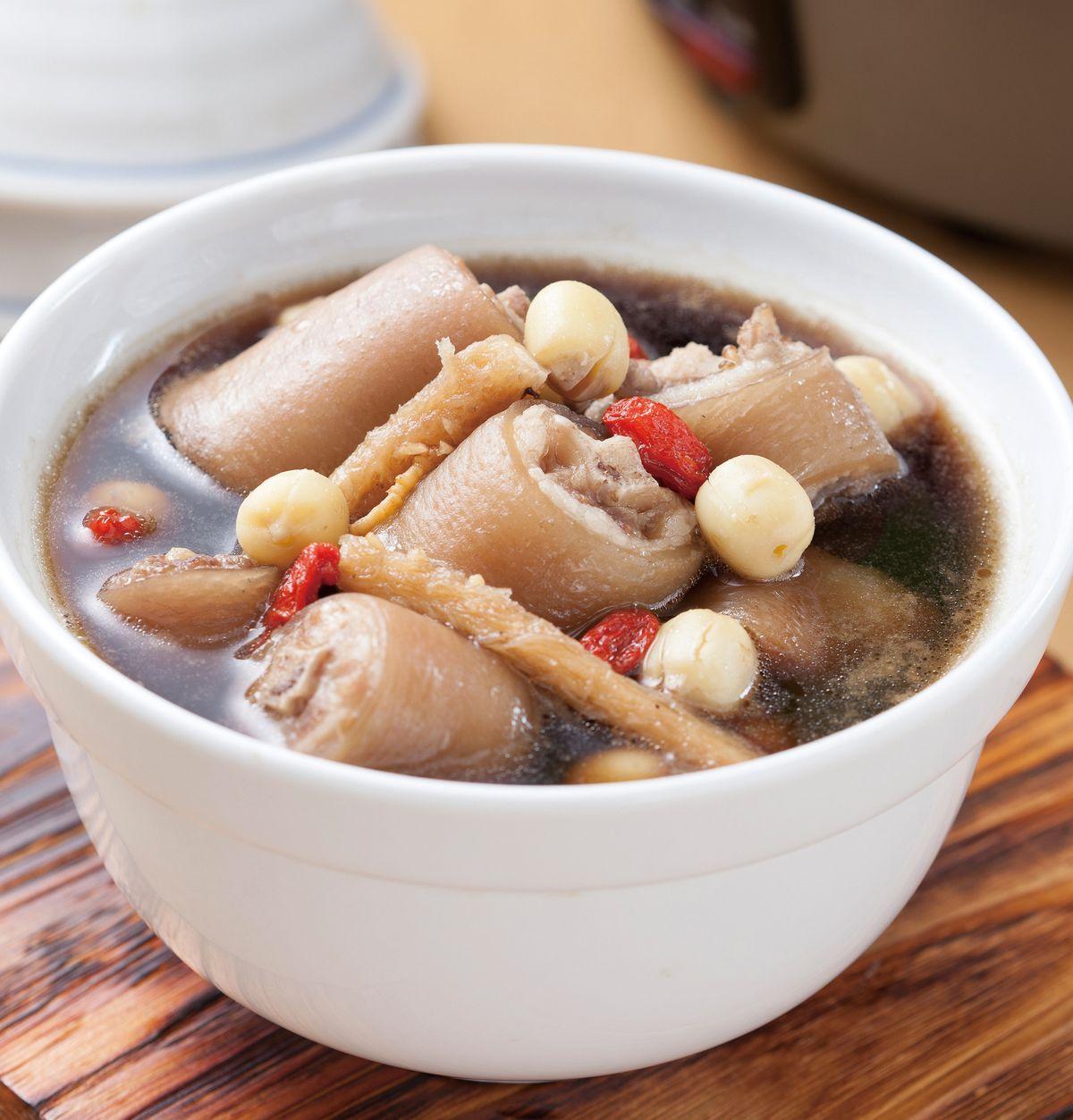 食譜:蓮子沙參豬尾湯