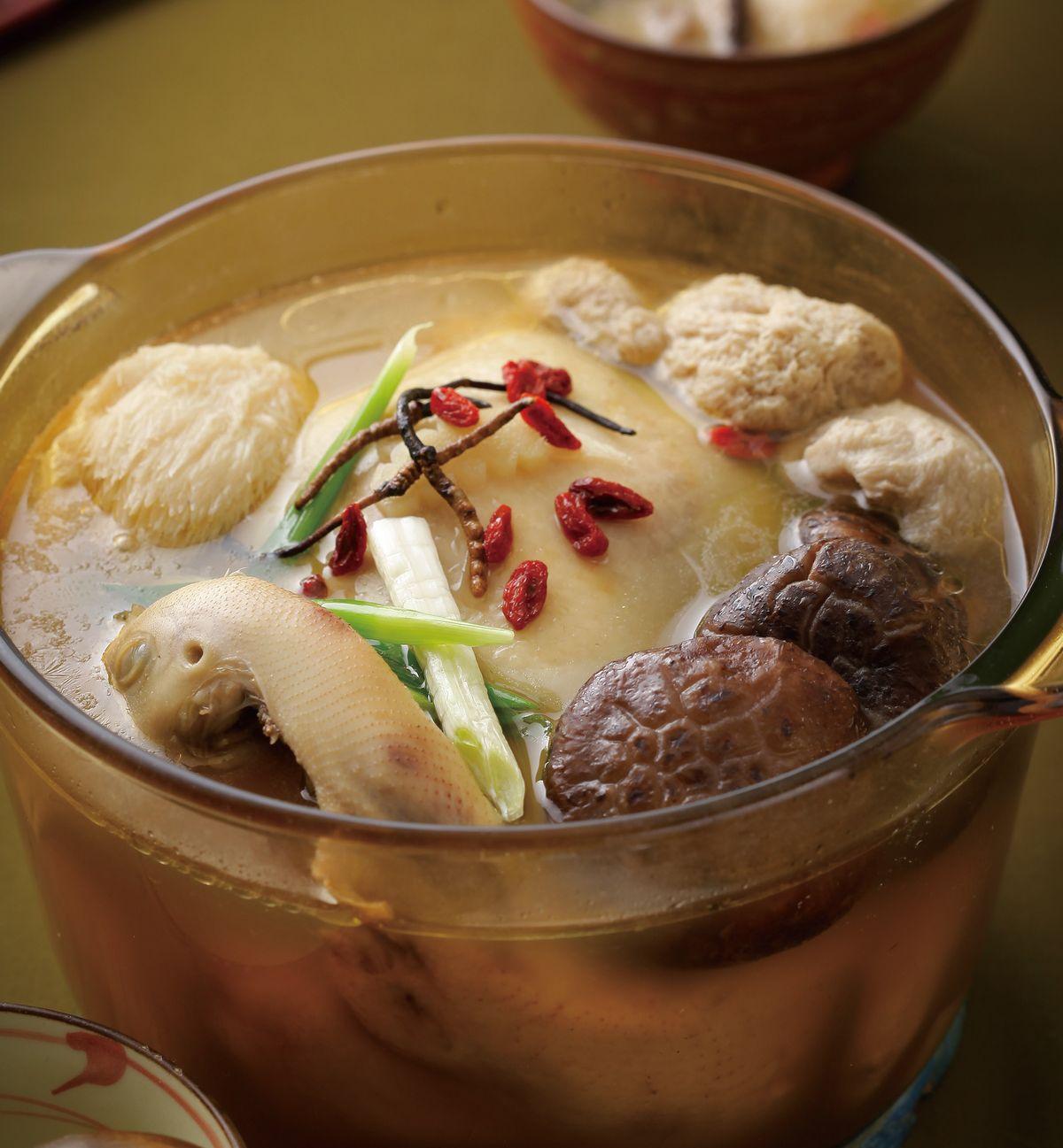 食譜:冬蟲百菇雞湯
