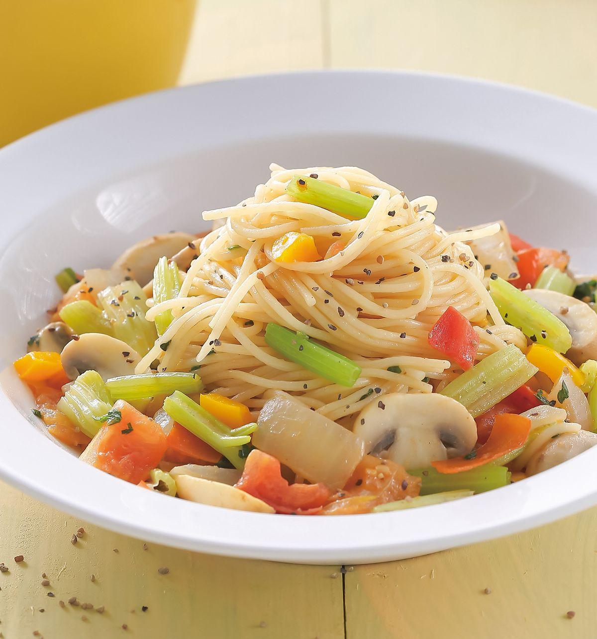 食譜:拿坡里彩蔬義大利麵