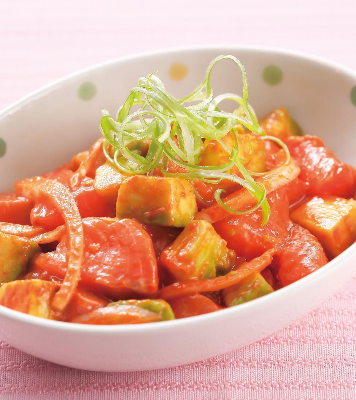 食譜:辣醬鮭魚拌酪梨