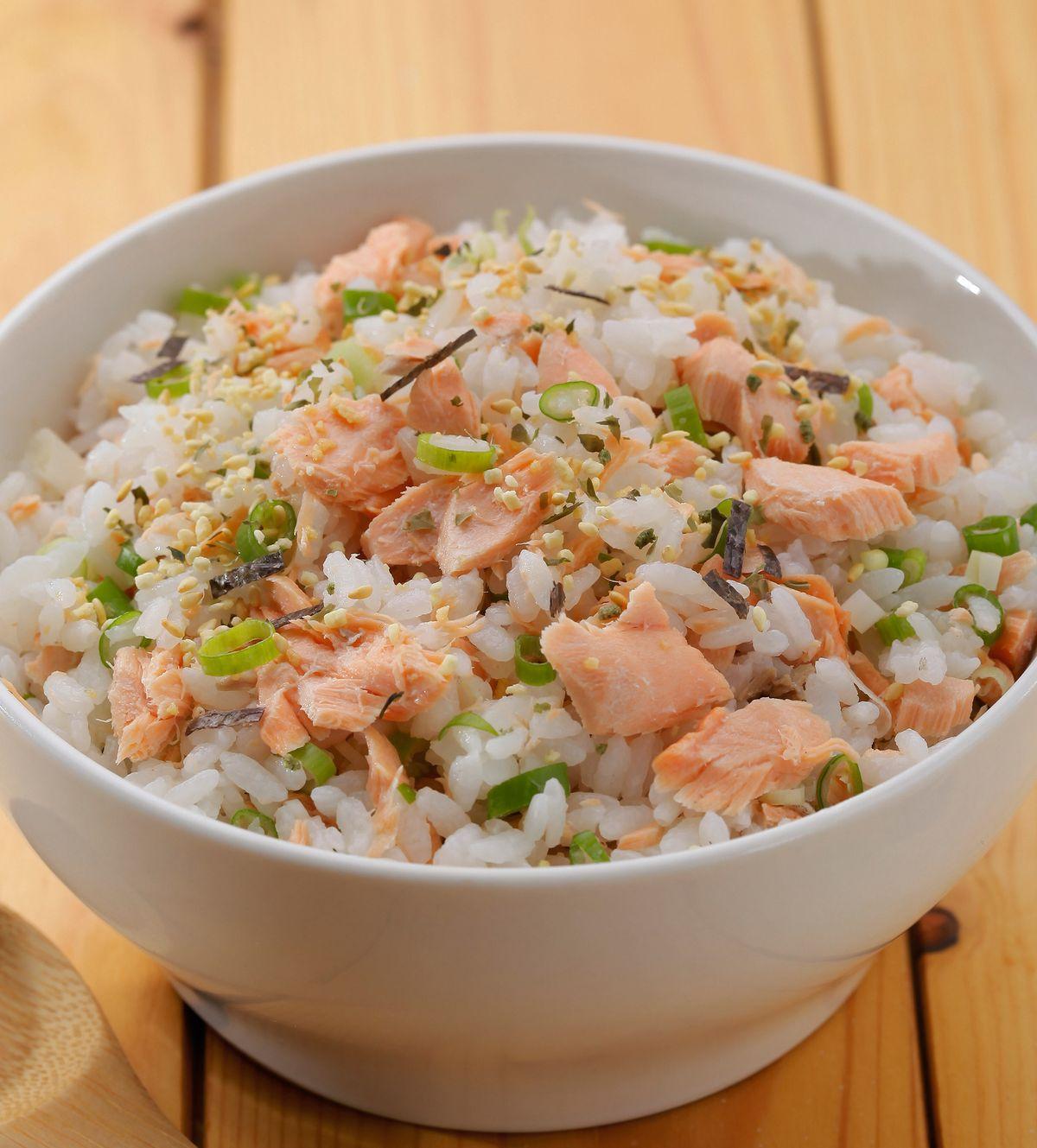 食譜:香鬆鮭魚蓋飯