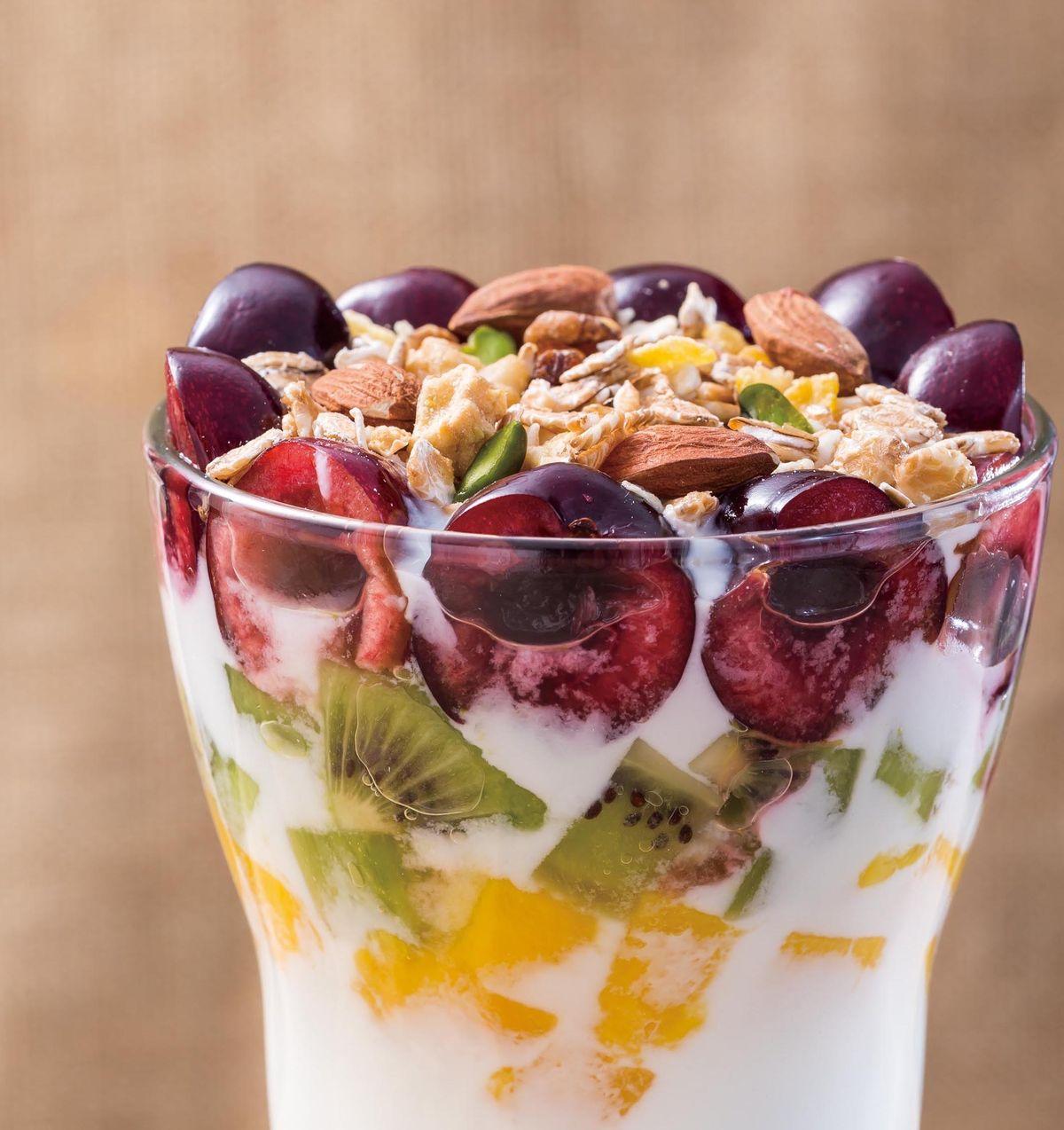食譜:熟燕麥綜合水果原味優格