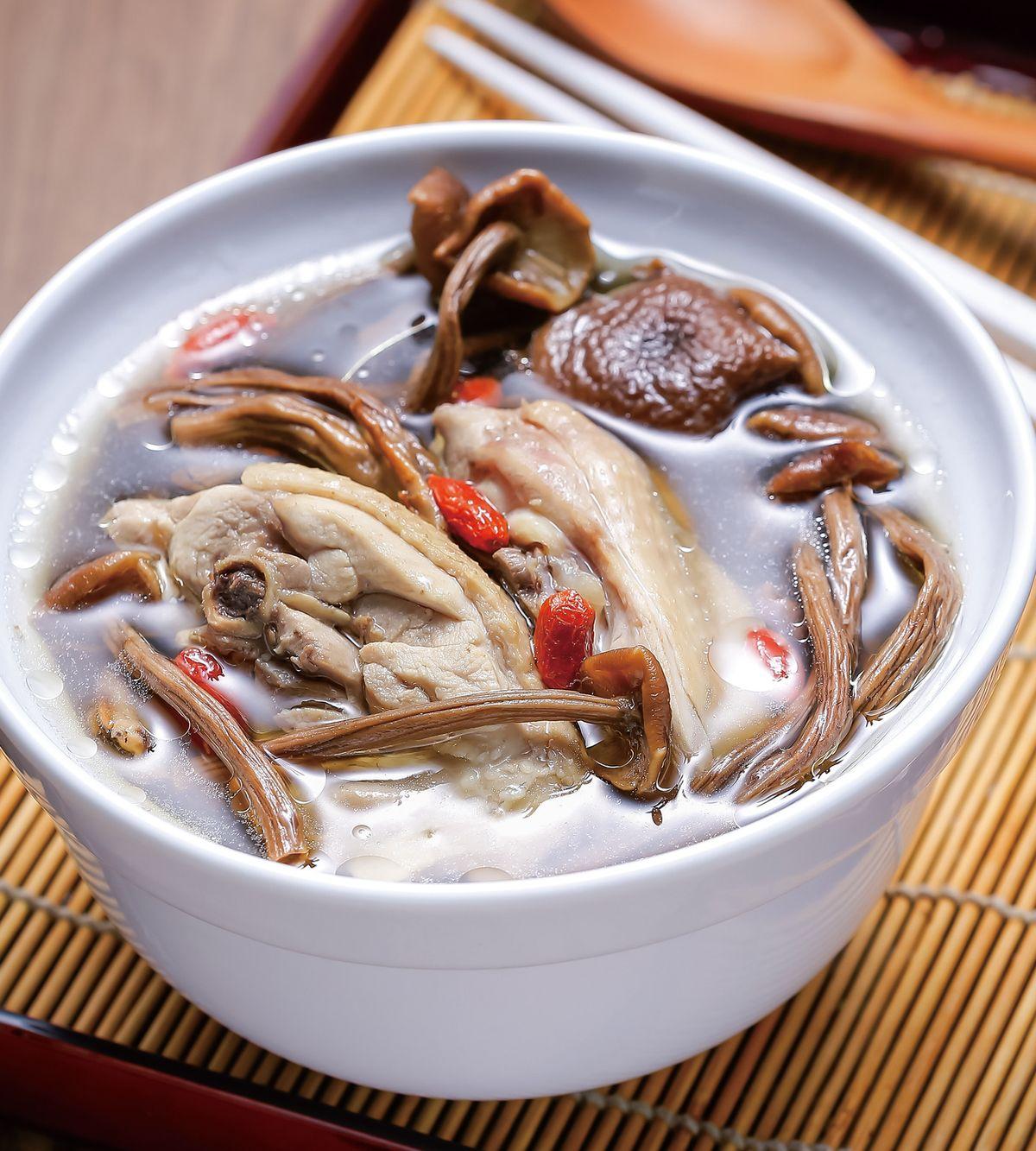 食譜:茶樹菇燉雞湯