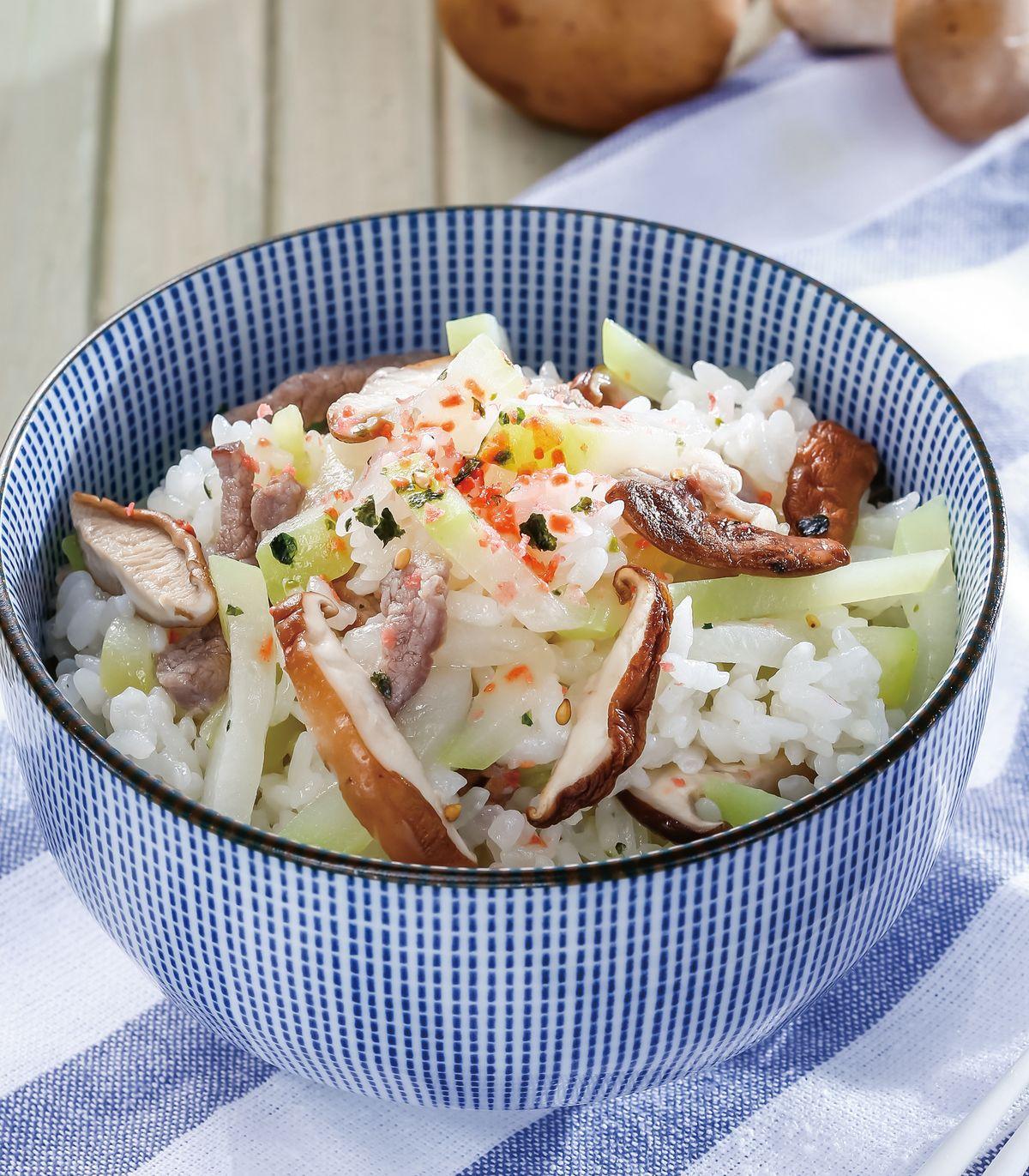 食譜:鮮菇胡瓜肉絲炊飯