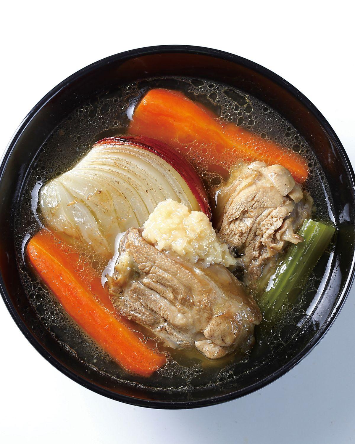 食譜:鹽麴雞肉蔬菜湯