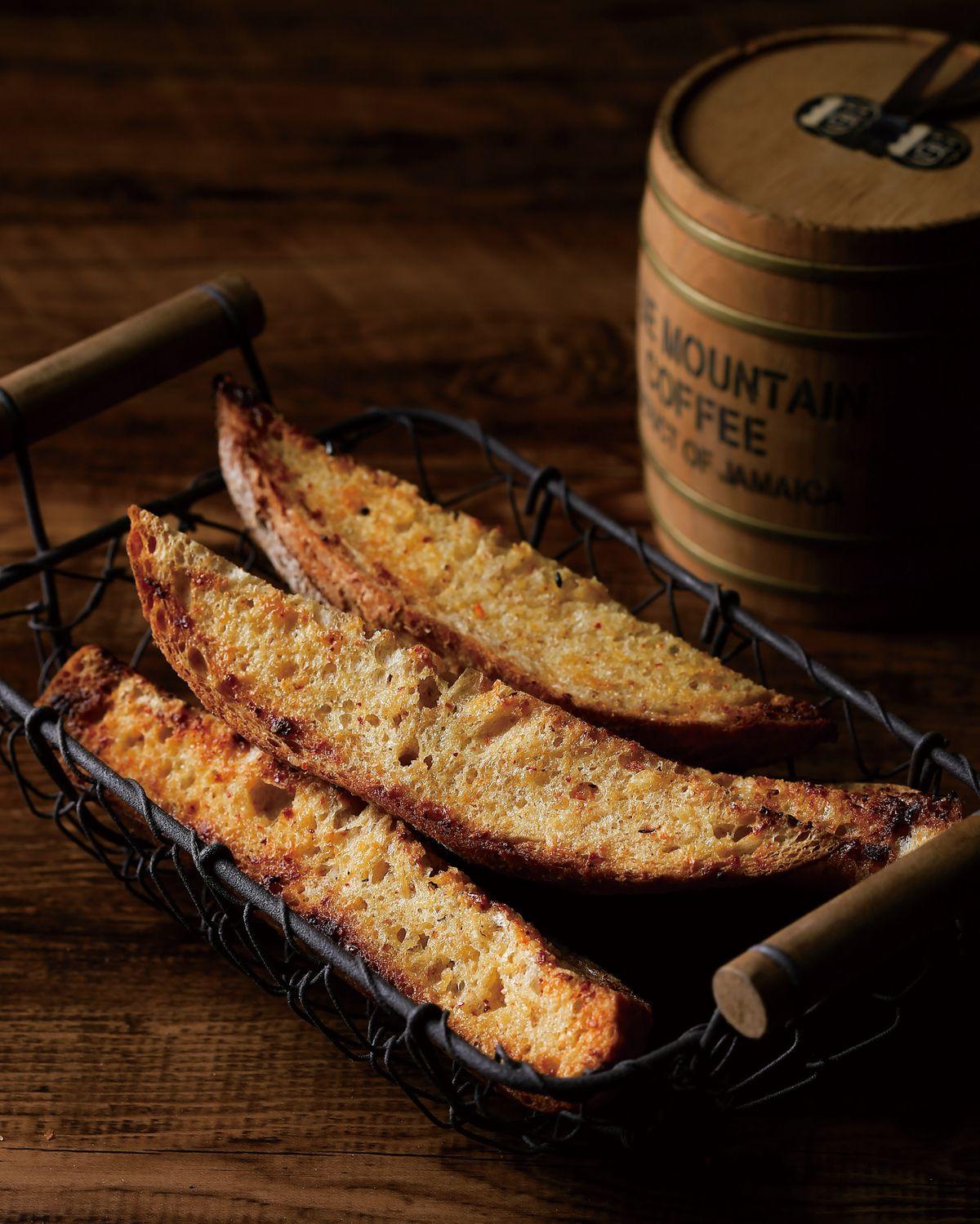 食譜:蒜香鹽麴烤麵包條