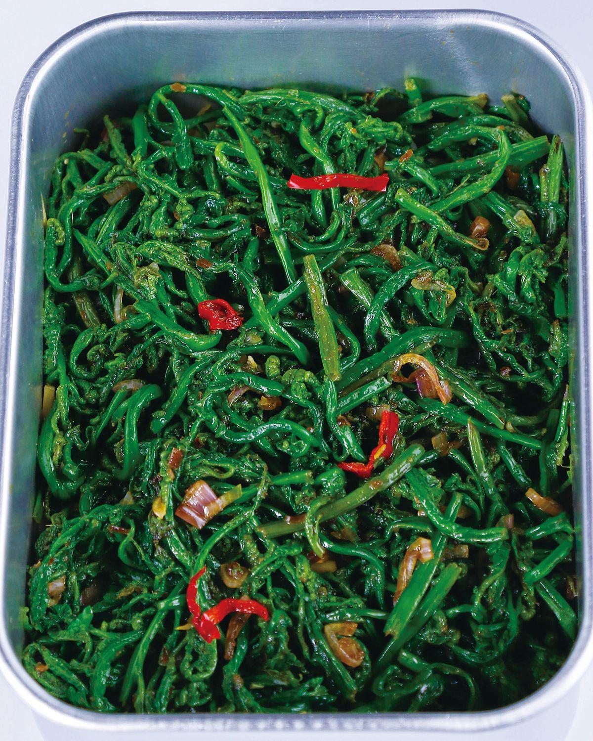 食譜:蝦醬蕨菜