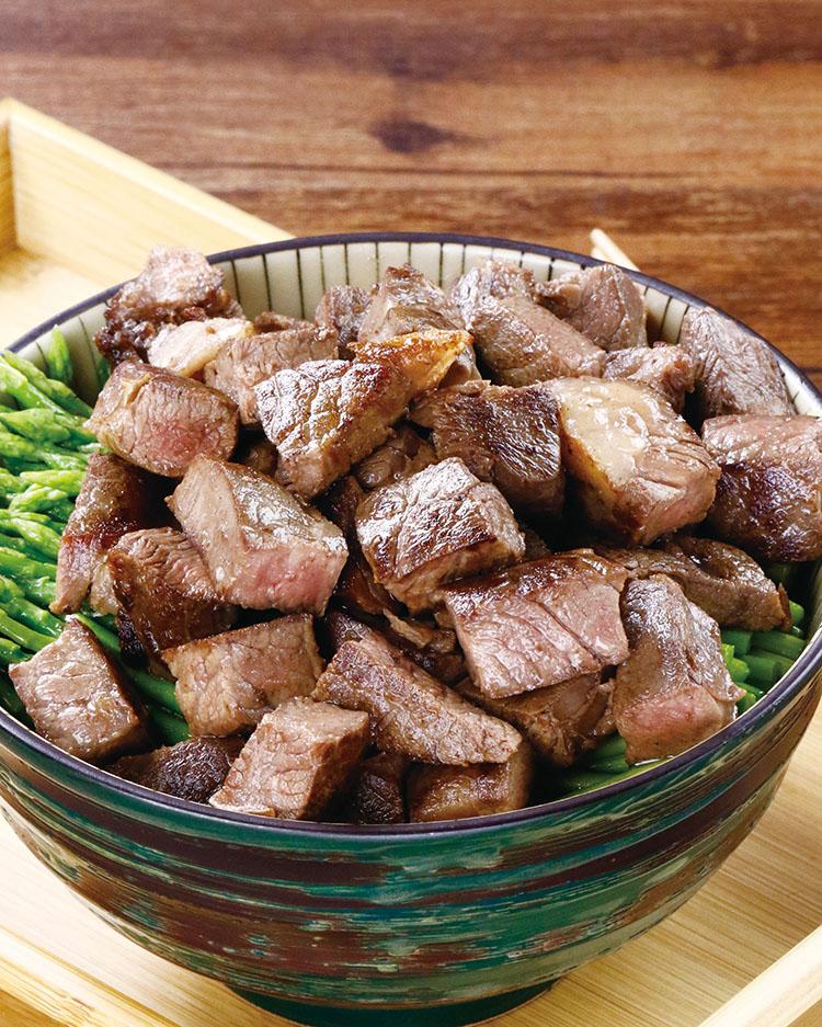 食譜:蘆筍骰子牛丼